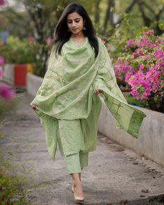Fern Green Chanderi Kurta Set - Set Of Three by The Hemming Bird Simple Kurta Designs, Kurta Designs Women, Blouse Designs, Indian Attire, Indian Outfits, Pakistani Outfits, Indian Dresses, Indian Wear, Pakistani Fashion Casual