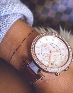 Un tatouage minimaliste bracelet sur le poignet pour enfin franchir le pas #tatouage #minimaliste #petit #mini #discret #fin #beauté #tattoo #dessin #aufeminin #poignet #bracelet
