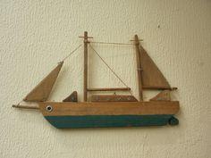 Θαλασσινές Δημιουργίες Diy Pallet Projects, Wood Projects, Craft Projects, Projects To Try, Beach House Lighting, Pebble Mosaic, Wood Boats, Wooden Ship, Wood Creations