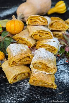 Placinte taranesti cu dovleac, acele placinte cu foi subtiri cu ou, ca la curtea boierilor, erau preferatele mele si ale Romanian Desserts, Romanian Food, Desert Recipes, Fall Recipes, Sweets Recipes, Cooking Recipes, Food Videos, Sweet Tooth, Deserts