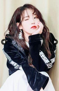 K-Pop Babe Pics – Photos of every single female singer in Korean Pop Music (K-Pop) Iu Fashion, Korean Fashion, Korean Girl, Asian Girl, Cosmic Girl, Jolie Photo, Korean Actresses, Korean Celebrities, Ulzzang Girl