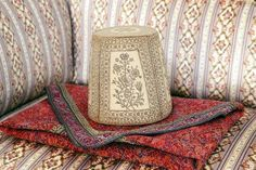 Este sombrero o taj lugar fue una vez usados por Bahá'u'lláh de la Fe bahá'í.