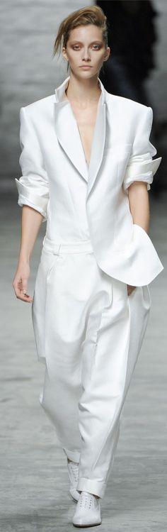 Haider Ackermann Spring 2012 Ready-to-Wear Fashion Show: Runway Review