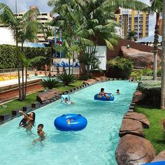 """Water Park @privediversao Caldas Novas Goiás   Vocês também adoram um rio de correnteza? Pra mim não pode faltar. Ô delícia! Ainda mais nessas águas termais de Caldas Novas. Depois de 2 dias de """"gripe folia""""  com o pequeno foi ótimo poder curtir o restante do carnaval. Ainda mais aqui do ladinho do hotel no Water Park.  E vocês? Como anda o carnaval? Descansaram viajaram ou os dois?  #waterpark #privediversao #caldasnovas #goias #parqueaquatico #descansanavolta  #carnaval2020 Outdoor Decor, Instagram, Home Decor, Water Playground, Carnival, Taking A Break, Traveling, Flu, Homemade Home Decor"""