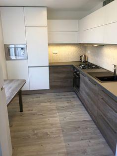 bílý mat+dub nebraska Nebraska, Kitchen Cabinets, Furniture, Design, Home Decor, Decoration Home, Kitchens, Room Decor, Cabinets