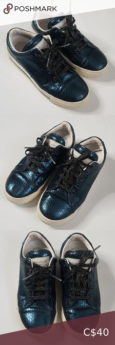 Marc jacobs lace Metallic Indigo lace up Shoe 36 Pre loved Great condition Marc jacobs Metallic shine lace up shoe size 36 Size 6 US No damage and has lot of life in it Comes as shown no changes made Please feel free to msg if any questions about this item,as it avoids returns and discrepancies Bundle up and save on shipping Thanks for visiting Marc Jacobs Shoes Flats & Loafers