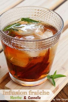 It's hot, try this fresh mint and cinnamon infusion - Trend Cocktail Recipes 2019 Easy Desserts, Dessert Recipes, Cocktail Recipes, Cocktails, Happy Drink, Fresh Mint, Refreshing Drinks, Sweet And Salty, Diy Food