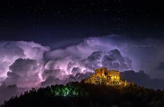 Stupenda foto di Sergio Azzaretti al Castello Dal Verme di #Zavattarello @Castello Bevilacqua Di Zavattarello