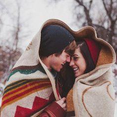 Ideas Wedding Photography Poses Winter Engagement Shoots For 2020 Couple Posing, Couple Shoot, Winter Verlobung, Winter Time, Winter Night, Winter Season, Engagement Couple, Engagement Shoots, Winter Engagement Pictures