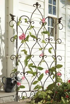 Trellis Garden - 17 of the Most Attractive Small Garden Ideas for the Smart Gardener Put your garden trellis to good use or make one yourself to display your climbing plants or juicy tomatoes in summer! Wrought Iron Trellis, Wrought Iron Decor, Metal Garden Trellis, Garden Gates, Garden Art, Garden Design, Rose Cottage, Garden Cottage, Pergola Patio