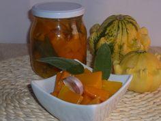 ecco come conservare la zucca sott olio, una conserva preparata con la zucca, cotta in aceto ed aromi, ottima come antipasto oppure come contorno