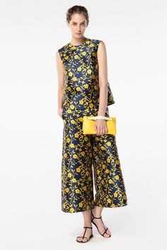 CH Carolina Herrera Spring 2016 Look and clutch; Star Fashion, Fashion Outfits, Womens Fashion, Ch Carolina Herrera, Fashion Prints, Fashion Design, Evening Outfits, Spring Summer Fashion, Spring 2016