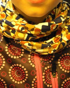 Loopschal aus Sommertops / Scarf made of tops