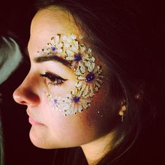 Daisy eye design club face paint by Happy Canvas at regression sessions.