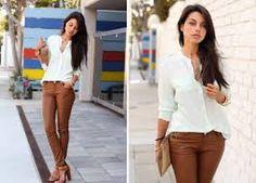 Resultado de imagem para calça jeans marrom combinações feminina