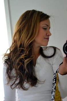 >How to Curl Your Hair: Wavy CurlsWavy hair makes me happy. It means less blow drying, less brushing, less straightening, and more volume.Many of you have emailed me wondering how I get th...