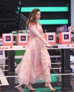 Fancy Dress Design, Fancy Blouse Designs, Stylish Dress Designs, Designs For Dresses, Beautiful Pakistani Dresses, Pakistani Dresses Casual, Pakistani Dress Design, Pakistani Bridal, Kurta Designs