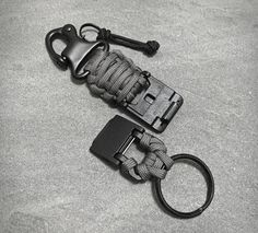 The Arktype Paracord Keychain is another one of those EDC items designed to make your life easier. This one in particular, is a keychain that's been upgraded with some cool and rather useful features. The magnetic clasp lets you quickly and simply ac