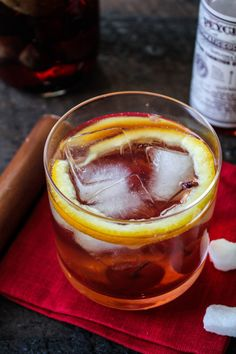 Fig Bourbon Old Fashioned. The classic Old-Fashioned gets a fall twist with Fig-and-Vanilla-Infused Bourbon Bourbon Old Fashioned, Old Fashioned Cocktail, Fancy Drinks, Yummy Drinks, Bourbon Recipes, Bourbon Drinks, Orange Twist, Craft Cocktails, Fall Cocktails