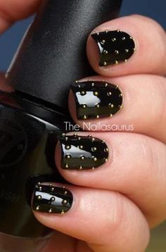 Black nails are a manicure staple. If you're looking for ways to take your nail art to the next level, these beautiful black nail designs are perfect. Uk Nails, Nails Polish, Love Nails, How To Do Nails, Pretty Nails, Black Nail Art, Black Nails, Edgy Nails, Chic Nails