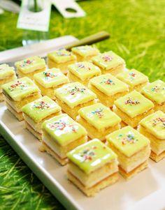 Omenaiset prinsessakakkupalat | Maku Sweet Recipes, Cake Recipes, Finnish Recipes, Sweet Bakery, Cake Bars, Recipes From Heaven, Piece Of Cakes, Desert Recipes, No Cook Meals