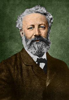 Google Doodle Jules Verne http://www.google.com/doodles/ Aujourd'hui Google célèbre le 183e anniversaire de Jules Verne, un des plus fameux écrivains de livres pour adolescents.Le Doodle d'après le livre Vingt mille lieues sous les mers est in...