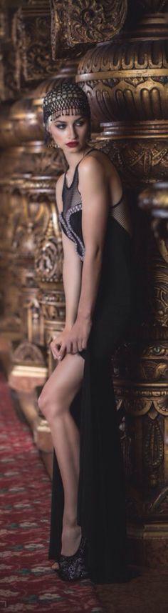 black and gold Gatsby style Party Like Gatsby, Gatsby Style, Flapper Style, Gatsby Girl, Flapper Fashion, Gatsby Wedding, Foto Fashion, Art Deco Fashion, Vintage Fashion