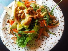 Sunn salat med cashewnøtter og avokado - taste that food 200 Calories, Aioli, Bon Appetit, Thai Red Curry, Ethnic Recipes, Food, Essen, Meals, Yemek