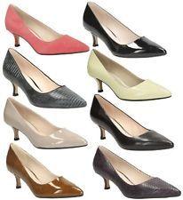 Zapatos de vestir comodos por su tacon bajo