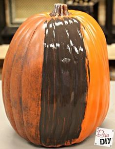 a Fake Pumpkin Look Realistic It takes just two steps, but it will make your faux pumpkins look realistic and rustic year after year!It takes just two steps, but it will make your faux pumpkins look realistic and rustic year after year! Fake Pumpkins, Plastic Pumpkins, Glass Pumpkins, Halloween Pumpkins, Fall Halloween, Halloween Crafts, Halloween Ideas, Halloween Prop, Halloween Parties