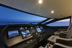 Pershing-108-yacht-05