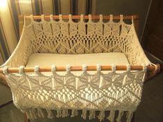 Not sure if i trust the yarn to hold up a baby but cute none the less Macrame Design, Macrame Art, Macrame Projects, Macrame Knots, Micro Macramé, Macrame Patterns, Knitting Patterns, Crochet Patterns, Bassinet