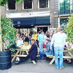 Restaurant Instock is vanmiddag feestelijk geopend aan het Buitenhof 36. Dit restaurant maakt eten klaar dat anders onnodig verspild zou worden. Dat concept is ook in de materialen doorgevoerd, want zo zijn bijvoorbeeld de shirts van het personeel, de menukaarten en de lantaarns gemaakt van gerecycled materiaal. Het eerste diner is al begonnen. Ga jij er ook een keer eten?  #opening #food #restaurant #diner #lunch #afhalen #reducefoodwaste #duurzaam #idealen #denhaag #WeHagueApp #instock…