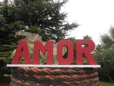 "Text ""AMOR"" en granate en 3D www.eventosycompromiso.com"