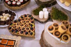 Who loves desserts? Everybody i guess! Fie că urmează să îți organizezi propriul eveniment, sau poate chiar o petrecere corporate pentru colegii de birou, noi suntem pregătiți să vă surprindem cu tot felul de bunătăți din bucătăria SunGarden. Waffles, Healthy Eating, Cookies, Dining, Breakfast, Desserts, Food, Dinner, Tailgate Desserts
