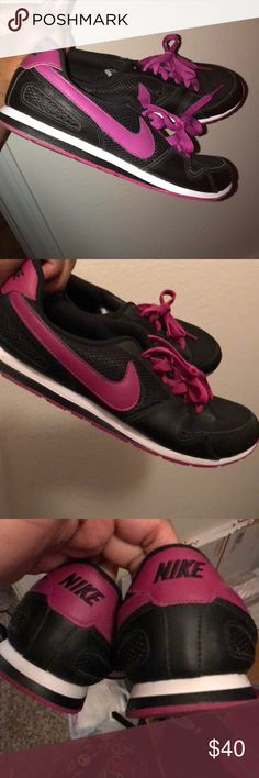 Nike running shoes Barely worn just sitting in my closet. Nike Shoes Sneakers