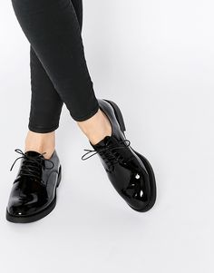 Image 1 of Vagabond Lejla Black Patent Leather Brogue Flat Shoes Pretty Shoes, Beautiful Shoes, Cute Shoes, Me Too Shoes, Oxford Shoes Outfit, New Shoes, Flat Shoes, Loafers Outfit, Women Oxford Shoes