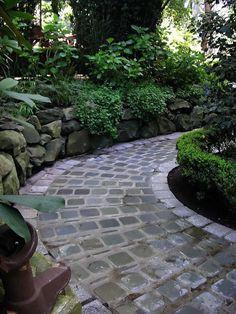 Steinmauer im Garten gestalten/ Stone wall.