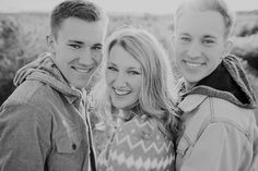 Adult Sibling Photography, Family Photography, Sibling Photos, Family Photos, Photo Poses, Photo Shoot, Family Portrait Poses, Kid N Teenagers, Family Photo Sessions