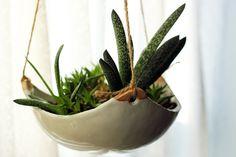 modern ceramic hanging planter click the link now for more info. Ceramic Planters, Ceramic Clay, Ceramic Pottery, Pottery Art, Diy Clay, Clay Crafts, Ceramics Projects, Clay Projects, Cerámica Ideas