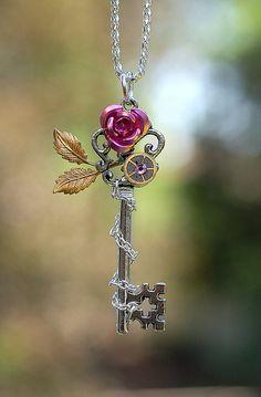 Rose Leaf Key Necklace por KeypersCove en Etsy, $25.00 Key Jewelry, Jewelery, Unique Jewelry, Key Necklace, Necklaces, Keys Art, Magical Jewelry, Rose Leaves, Old Watches
