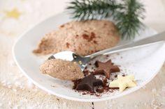 Für Weihnachten ändern wir den Klassiker Mousse au Chocolat ab, und fügen köstlichen Lebkuchen hinzu. Ein weihnachtlicher Nachtisch zum dahinschmelzen. Mousse, Sweet Dreams, Food And Drink, Cookies, Desserts, Chocolate, Ginger Beard, Cherries, Christmas Presents