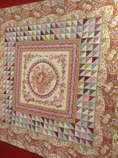 I have much more to share with you from the exposition from France. Di Ford is also from Australia. Her work is exquisite! Old Quilts, Amish Quilts, Antique Quilts, Vintage Quilts, Quilting Designs, Quilt Design, Quilting Ideas, Petra Prins, Quilt Storage