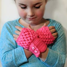 """crochet fingerless gloves.click on """"tutorial"""" directly underneath the pic for pattern"""