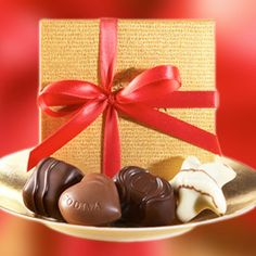 Gold Party Favor - Each gold favor contains an exquisite quartet of assorted chocolates, including Milk Praliné Heart, Dark Chocolate Ganache Bliss, Raspberry Star and Dark Caramel Embrace. Proof that good things come in small packages.