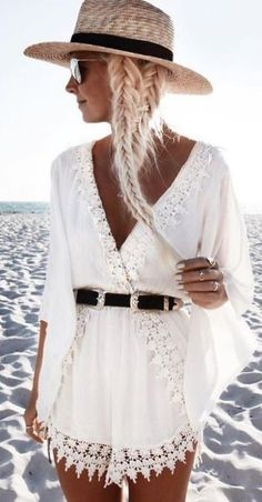Cute rompers make such great beach outfits!