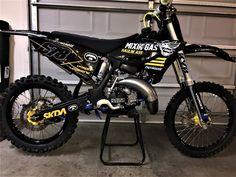Motocross Love, Motorcross Bike, Suzuki Dirt Bikes, Racing Motorcycles, Custom Motorcycles, Cool Dirt Bikes, Custom Sport Bikes, Dirt Bike Girl, Moto Bike