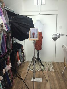 LuLaRoe Photo Set up photography small Lularoom small space lighting kit dress form iPad holder tripod