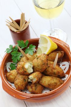 32 Delicious Things To Eat While You Watch The World Cup Portugal: Bolinhos de Bacalhau Cod Recipes, Greek Recipes, Fish Recipes, Seafood Recipes, Appetizer Recipes, Appetizers, Cooking Recipes, Cooking Bacon, Fish Dishes