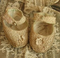 Crochet, baby shoes with silk
